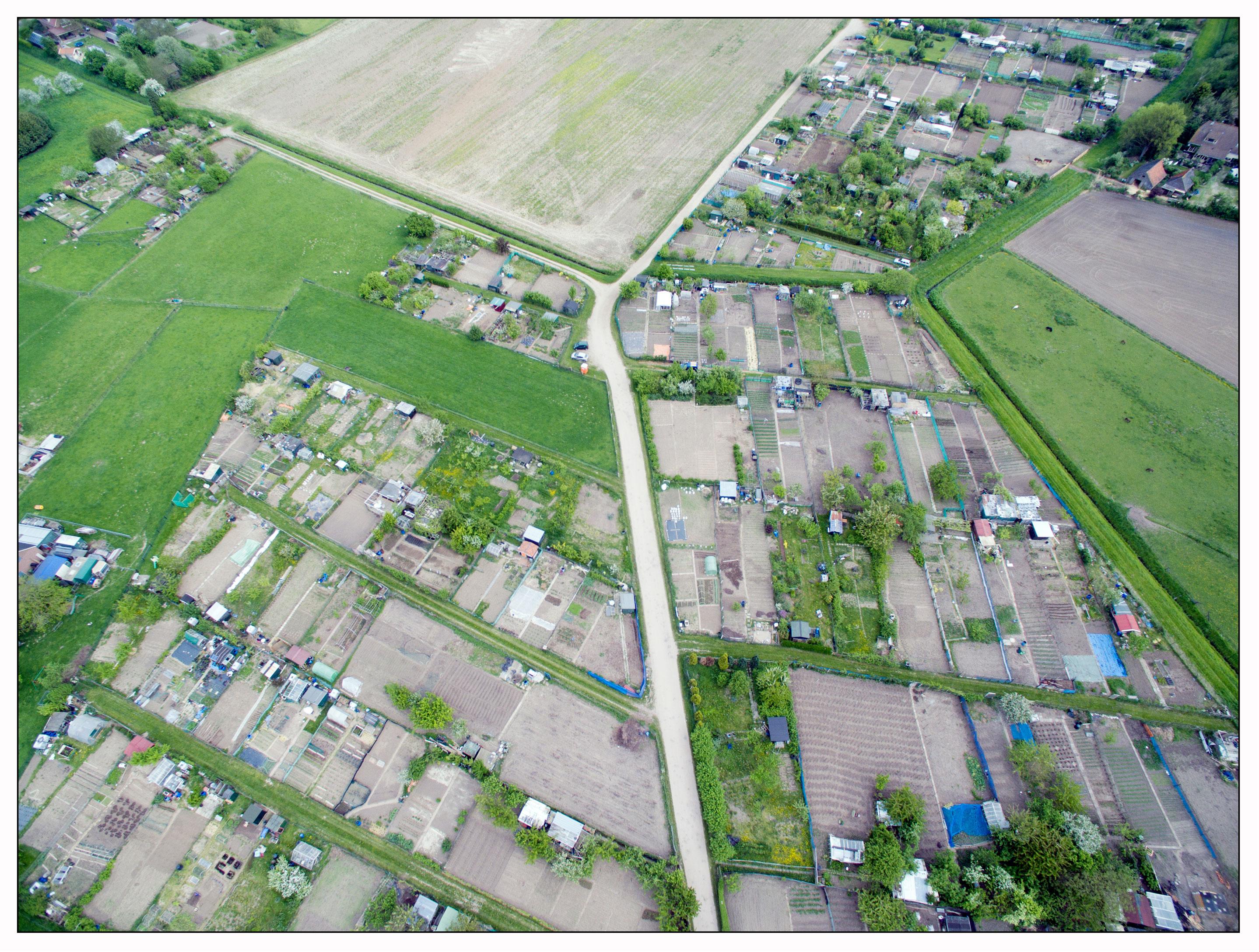 https://volkstuinenvanheemstra.nl/media/Luchtfotos/volkstuinen-in-vogelvlucht-4.jpg